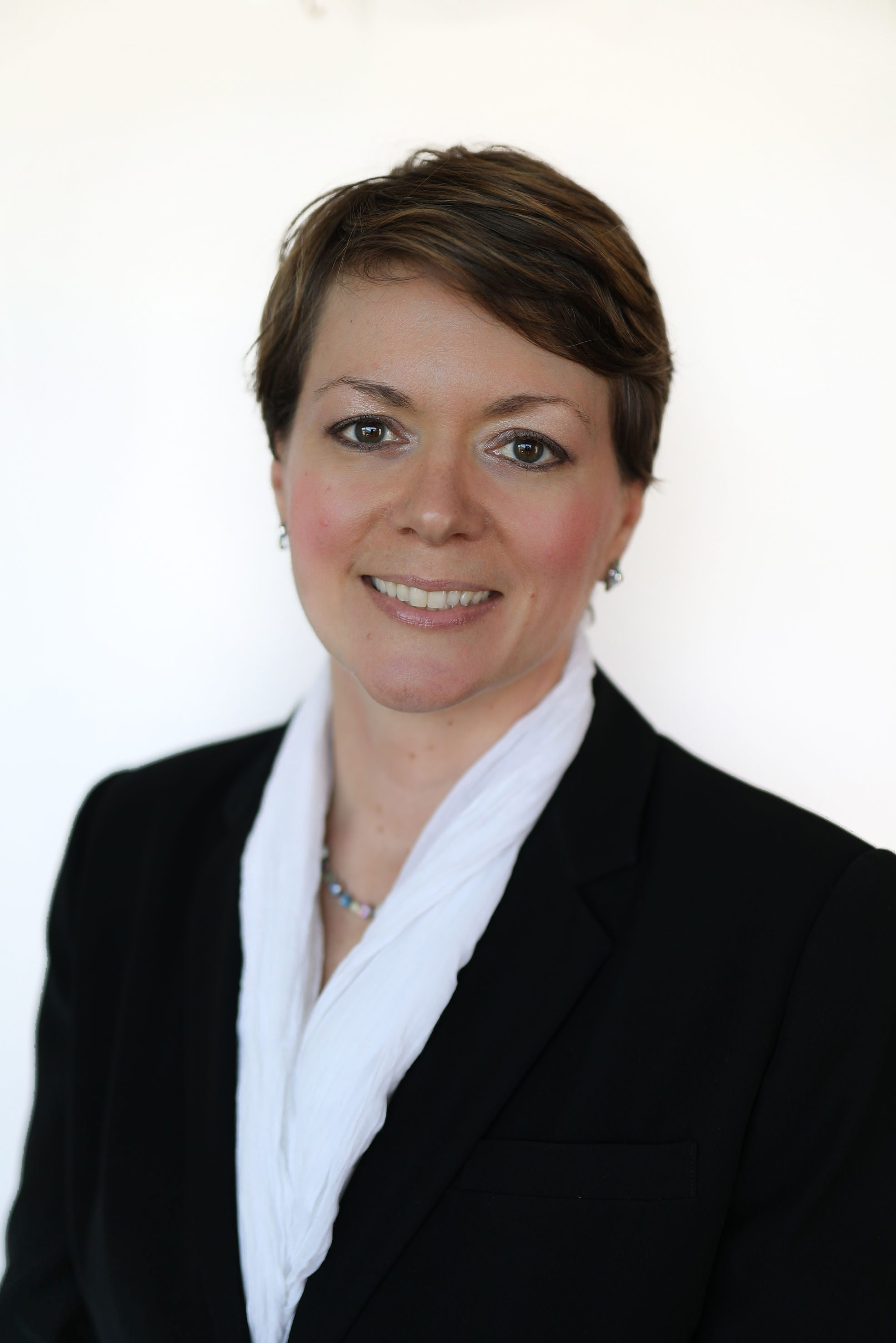 Kristina Bennett headshot, Kristina Bennett, Kristina Bennett Pioneer Valley Financial Group, PV Financial Group Kristina Bennett, financial advisor Western MA